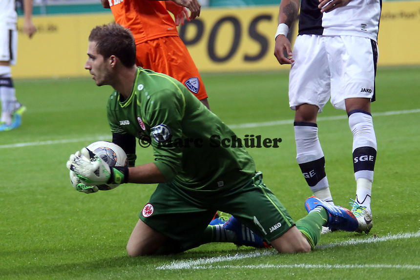 Kevin Trapp (Eintracht) haelt - Eintracht Frankfurt vs. VfL Bochum, Commerzbank Arena, 2. Runde DFB-Pokal