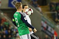 Sebastian Rudy (Deutschland Germany) gegen Stephen Davis (Nordirland, Northern Ireland) - 05.10.2017: Nordirland vs. Deutschland, WM-Qualifikation Spiel 9, Windsor Park Belfast