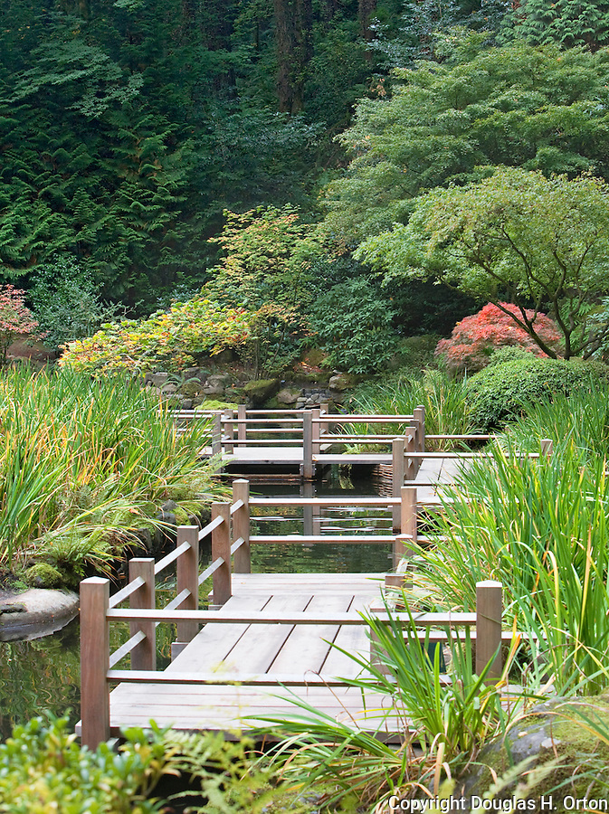 Zig zag bridge portland oregon japanese garden for Japanese koi pond garden
