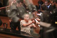 RIO DE JANEIRO, RJ, 12 DE MARÇO DE 2013, JULGAMENTO FERNANDINHO BEIRA MAR - O traficante Luiz Fernando da Costa, o Fernandinho Beira-Mar durante julgamento no Tribunal de Justiça do Rio de Janeiro (RJ), nesta terça-feira (12). O criminoso é acusado de ter planejado e ordenado dois homicídios e uma tentativa de homicídio de dentro do presídio de Bangu 1, onde cumpria pena na época do crime, em 27 de julho de 2002.FOTO: THIAGO LOUZA / BRAZIL PHOTO PRESS