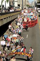 SAO PAULO, SP, 18 DE MAIO DE 2012 - MANIFESTACAO DIA DA LUTA ANTIMANICOMIAL - Manifestantes em ato no dia da luta antimanicomial, em passeata que saiu do MASP e segue pela Avenida Paulista em direcao a regiao das clinicas. FOTO: ALEXANDRE MOREIRA - BRAZIL PHOTO PRESS. FOTO: ALEXANDRE MOREIRA - BRAZIL PHOTO PRESS