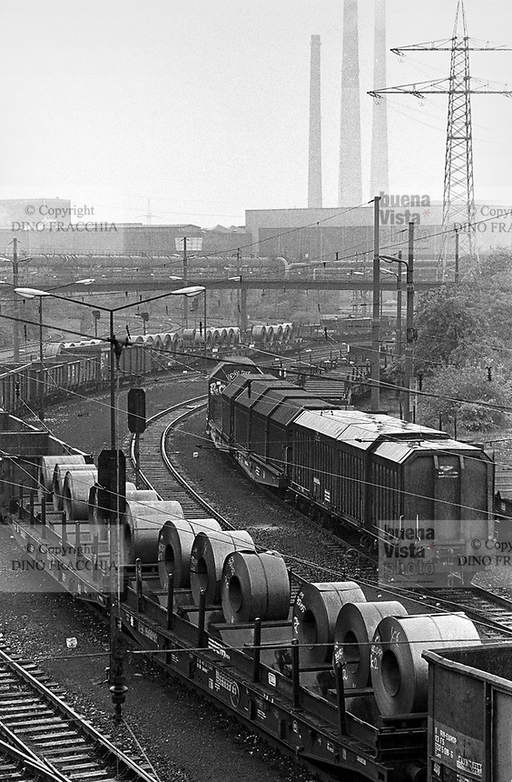 - Germany, city and industrial landscape at Duisburg, in the Rhur area, Thyssen steel factory (may 1987)..- Germania, paesaggio urbano e industriale a Duisburg, nella zona della Rhur, acciaierie Thyssen (maggio 1987)