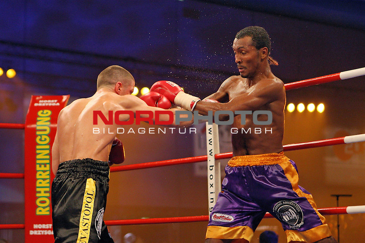WM - WBA World CHampionship<br /> <br /> Universum Champions Night am 2.Mai.2009 (02.05.2009) in Bremen. <br /> Wladimir Sidorenko (UKR) vs. Anselmo Moreno (PAN).<br /> <br /> Foto &copy; nph (  nordphoto  ) *** Local Caption ***