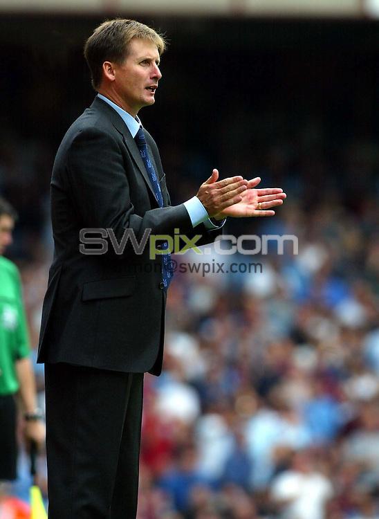 Pix: Rob Matthews/SWpix.com.  Soccer. FA Barclaycard Premiership. West Ham v Arsenal. 24/08/2002...COPYRIGHT PICTURE>>SIMON WILKINSON>>01943 436649>>..West Hams manager Glen Roeder.