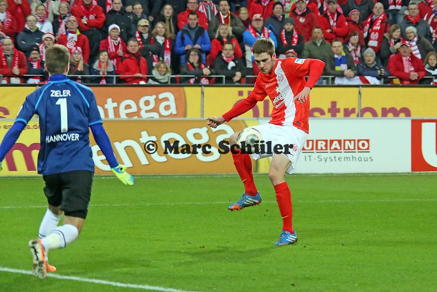 Stefan Bell (Mainz) gegen Ron Robert Zieler (Hannover) - 1. FSV Mainz 05 vs. Hannover 96, Coface Arena, 21. Spieltag