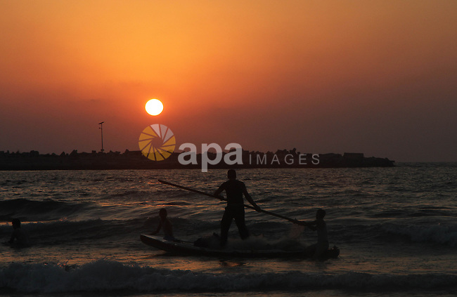 Palestinian prepare their fishing boat at the beach of Gaza City August 14, 2014. A fresh five-day ceasefire between Palestinian militants and Israel went into force early Thursday, agreed at the end of a three-day truce. Photo by Naaman Omar