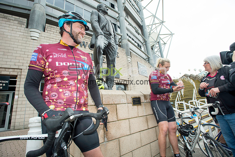 Picture by Allan McKenzie/SWpix.com - 20/05/2017 - Rugby League - Dacia Magic Weekend - St James' Park, Newcastle, England - The brief, Fat Lad at the back, Eorl Crabtree, FLAB, cycling.