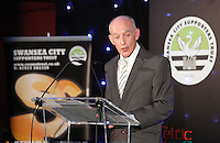Pictured: Steve McLelland addressing the diners Wednesday 20 May 2015<br />