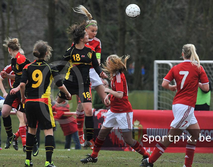 Denmark U17 - Belgium U17 : Lotte Aertsen kopt de 0-1 binnen voor Belgie.foto DAVID CATRY / Vrouwenteam.be