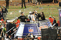 Drew Brees (Saints) mit der Vince-Lombardi-Troph&auml;e, daneben schwingt Head Coach Sean Payton das Handtuch<br /> Super Bowl XLIV: Indianapolis Colts vs. New Orleans Saints *** Local Caption *** Foto ist honorarpflichtig! zzgl. gesetzl. MwSt. Auf Anfrage in hoeherer Qualitaet/Aufloesung. Belegexemplar an: Marc Schueler, Alte Weinstrasse 1, 61352 Bad Homburg, Tel. +49 (0) 151 11 65 49 88, www.gameday-mediaservices.de. Email: marc.schueler@gameday-mediaservices.de, Bankverbindung: Volksbank Bergstrasse, Kto.: 52137306, BLZ: 50890000