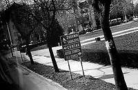 SERBIA, Lozdica, 03/2003..The bus enters Lozdica in Serbia, very near from the border with Bosnia, in direction of Zvornik. .SERBIE, Lozdica, 03/2003..Photo prise depuis le bus qui relie Belgrade à Sarajevo. Le bus enter dans la ville de Lozdica en Serbie, à proximité de la frontière avec la Bosnie, en direction de Zvornik. © Bruno Cogez / Est&Ost Photography