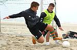Ivan Klasnic - dreimal die Woche zur Blutwaesche - so lautet die Diagnose beim ehemaligen Werder Stuermer. Ivan ist auf eine neue Niere angwiesen - die von seinem Vater 2007 transplantierte Niere arbeitet nicht mehr. Nun wartet er auf eine neue Niere<br /> Archiv aus: <br />  BL 2003/2004<br /> Trainingslager Werder Bremen auf Norderney <br /> Beachvolleyball und Beachsoccer am Strand der Weissen Duene<br /> Koommt ein Ivan Klasnic gegen Alexander Walke im Strand geflogen<br /> <br /> Foto © nordphoto / Anja Heinemann