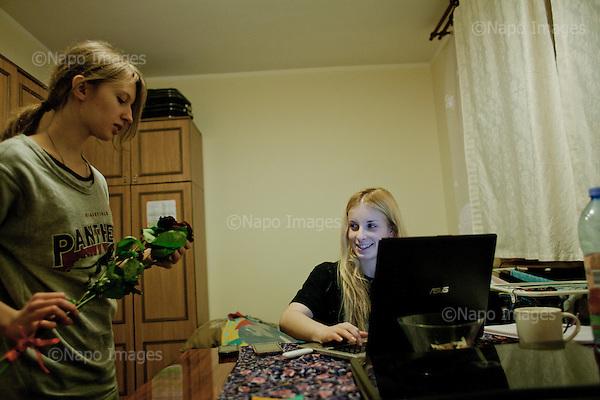 WARSZAWA, 3/2015:<br /> Maja i Karolina - czlonkini organizacji &quot;Strzelec&quot; i studentki, w ich wynajmowanym pokoju. Od rozpoczecia wojny na Ukrainie rozne organizacje paramilitarne staja sie coraz bardziej popularne.<br /> Fot: Piotr Malecki<br /> <br /> WARSAW, POLAND, MARCH 2015:<br /> Members of &quot;Strzelec&quot; (&quot;The Shooter&quot;) paramilitary association Maja, 20, left and Karolina, 19, at their rented room in Warsaw. They are both students.<br /> Since the start of war in Ukraine, paramilitary associations are becoming more popular.<br /> (Photo by Piotr Malecki)