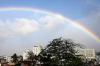 RIO DE JANEIRO,RJ,30 DE AGOSTO DE 2012- ARCO  IRIS - Arco Iris e visto no fim de tarde no bairro do Meier regiao norte da cidade do Rio de Janeiro nessa quinta-feira, 30. FOTO: GUTO MAIA - BRAZIL PHOTO PRESS.
