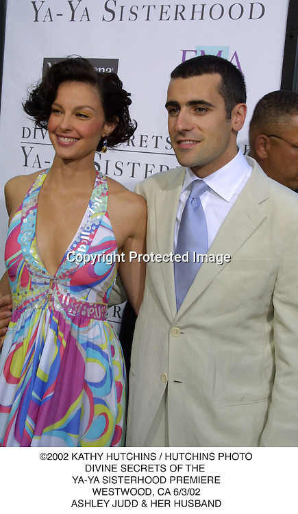 ©2002 KATHY HUTCHINS / HUTCHINS PHOTO.DIVINE SECRETS OF THE .YA-YA SISTERHOOD PREMIERE.WESTWOOD, CA 6/3/02.ASHLEY JUDD & HER HUSBAND