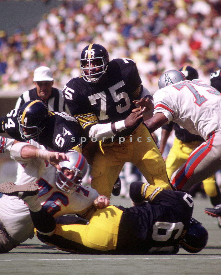 Pittsburgh Steelers Joe Greene (75) during a game from his 1970 season with the Pittsburgh Steelers. Joe Greene played for 13 years all with the Pittsburgh Steelers, he was a 10-time Pro Bowler and was inducted to the Pro Football Hall of Fame in 1987.(SportPics)