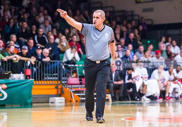 S&ouml;dert&auml;lje 2014-04-15 Basket SM-Semifinal 5 S&ouml;dert&auml;lje Kings - Uppsala Basket :  <br /> Domare Nicke Mpotitsis under matchen<br /> (Foto: Kenta J&ouml;nsson) Nyckelord:  S&ouml;dert&auml;lje Kings SBBK Uppsala Basket SM Semifinal Semi T&auml;ljehallen portr&auml;tt portrait domare referee ref