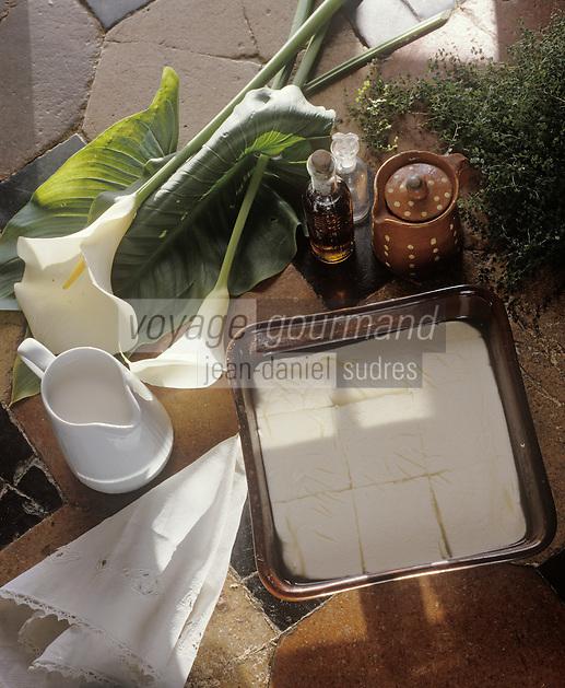 Europe/France/Poitou-Charentes/16/Charente/Cognac: Les caillebottes: dessert charentais à base  de Fromage frais de lait de presure et de cognac