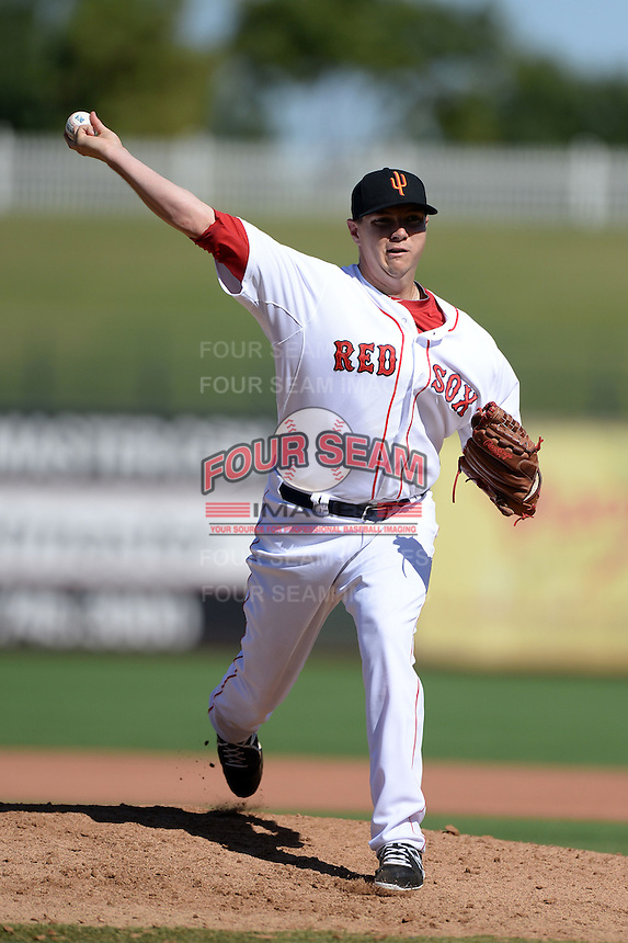 Surprise Saguaros pitcher Pete Ruiz (44), of the Boston Red Sox organization, during an Arizona Fall League game against the Salt River Rafters on October 14, 2013 at Surprise Stadium in Surprise, Arizona.  Salt River defeated Surprise 3-2.  (Mike Janes/Four Seam Images)