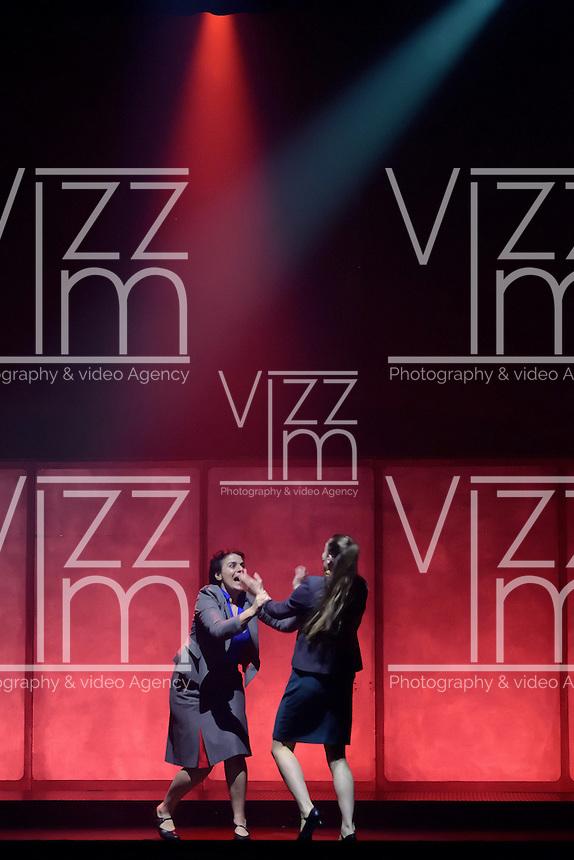 """BOGOTÁ-COLOMBIA-15-04-2014. Presentación de la obra """"Missing"""" del grupo británico Gecko Theatre, realizado en el teatro Cafam de Bellas Artes de Bogotá y que forma parte de la programación del XIV Festival Iberoamericano de Teatro de Bogotá 2014./   Play """"Missing"""" of the british group Gecko Theatre, performed at Cafam de Bellas Artes theatre of Bogota as a part of  schedule of the XIV Ibero-American Theater Festival of Bogota 2014.  Photo: VizzorImage/ Gabriel Aponte /Staff"""