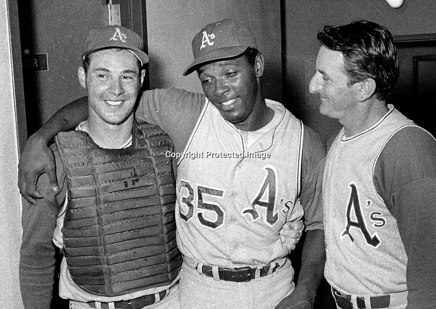 Vida Blue after pitching a no-hitter against the Minnesota Twins, with catcher Gene Tenace and Manager John McNamara..(Sept 21,1970 photo/Ron Riesterer)