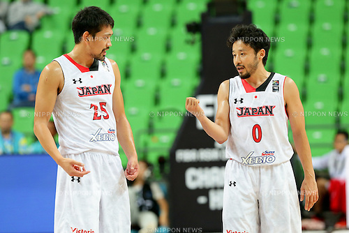 (L-R) Takatoshi Furukawa, Yuta Tabuse (JPN),<br /> OCTOBER 1, 2015 - Basketball :<br /> 2015 FIBA Asia Championship for Men Quarterfinal match between Japan 81-67 Qatar at Changsha Social Work College's Gymnasium in Changsha, China. (Photo by Yoshio Kato/AFLO)