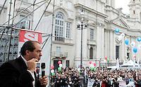 Il presidente dell'Italia dei Valori Antonio Di Pietro parla sul palco della manifestazione a sostegno dei referendum del 12 giugno contro nucleare, privatizzazione dell'acqua e legittimo impedimento, in piazza Navona, Roma, 19 marzo 2011..Italia dei Valori party's president and former magistrate Antonio Di Pietro speaks during a rally in Rome, 19 march 2011..UPDATE IMAGES PRESS/Riccardo De Luca