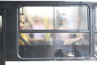 FOTO EMBARGADA PARA VEICULOS INTERNACIONAIS. SAO PAULO,  SP, 06-12-2012, CHUVA. A cidade de Sao Paulo sofreu com mais uma chuva forte na tarde dessa Quinta-feira (6). uma das regioes mais afetadas foi a zona leste. Na foto a .Luiz Guarnieri/ Brazil Photo Press.