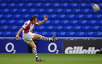 2005/06 Guinness Premiership Rugby, London Irish vs Bristol Rugby; Jason Strange, kicking a first half penalty goal.  Madejski Stadium, Reading, ENGLAND 24.09.2005   © Peter Spurrier/Intersport Images - email images@intersport-images..