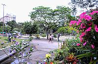 RIO DE JANEIRO, RJ, 23.09.2013 -INÍCIO DA PRIMAVERA/CLIMA TEMPO/RJ- Movimentação na praça Afonso Pena no primeiro dia de primavera com céu nublado e sujeito a chuva no decorrer do dia, na Tijuca, zona norte do Rio de Janeiro.(Foto: Marcelo Fonseca / Brazil Photo Press).