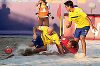 RAVENNA, ITALIA, 10 DE SETEMBRO 2011 - MUNDIAL BEACH SOCCER / BRASIL X PORTUGAL - Sidney (e) e Bruno (d) jogadores do Brasil, durante a partida contra Belchior jogador (c) Portugal , válida pela semi-final do Mundial de Futebol de Areiano Estádio Del Mare, em Ravenna, na Itália, neste sábado (10).FOTO: VANESSA CARVALHO - NEWS FREE