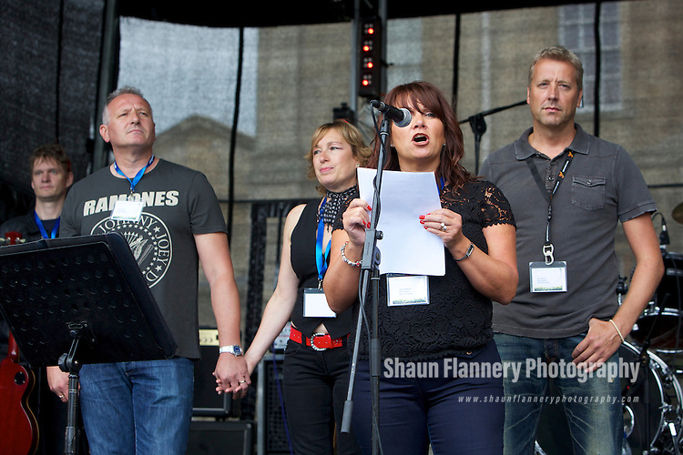 Pix: Shaun Flannery/shaunflanneryphotography.com...COPYRIGHT PICTURE>>SHAUN FLANNERY>01302-570814>>07778315553>>..26th August 2012..Cusworth Music Festival 2012..Cusworth Hall, Doncaster..Live music charity event in aid of The Aurora Charity..Chris Wood, Trish Wood, Joanne Webster, Paul Webster.