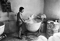 - Villaggio albanese, Queparo (Cepar&ograve;, agosto 1993); il fornaio<br /> <br /> -  Albanian  Village, Queparo (Cepar&ograve;, August 1993); the baker
