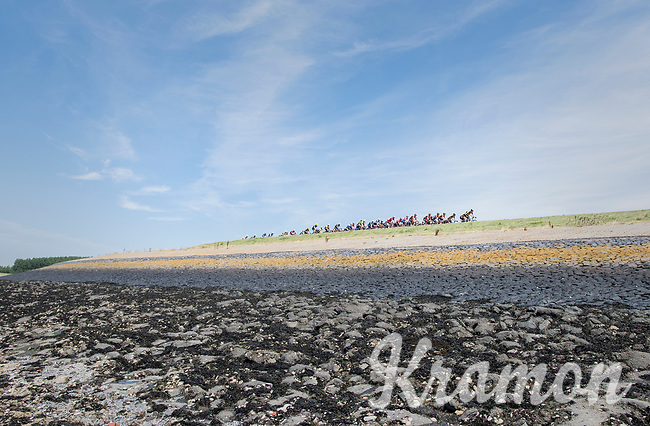 peloton on the dutch dikes<br /> <br /> Ster ZLM Tour (2.1)<br /> Stage 2: Tholen &gt; Hoogerheide (186.8km)