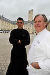 """20081001 - France - Bourgogne - Dijon<br /> JEAN-PIERRE BILLOUX ET SON FILS ALEXIS (LA RELEVE) A LA TETE DU RESTAURANT """"LE PRE AUX CLERCS"""", PLACE DE LA LIBERATION A DIJON.<br /> Ref : BILLOUX_004.jpg - © Philippe Noisette."""