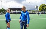 UTRECHT  - training dames I van Kampong, voor het begin van de hoofdklassecompetitie.. coach Michiel van der Struijk (Kampong) met Anna van den Putten (Kampong) COPYRIGHT  KOEN SUYK