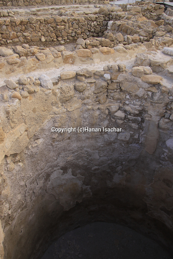 Dead Sea valley, the ancient settlement of Qumran, A water cistern