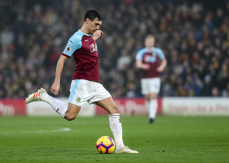 Burnley's Jack Cork crosses<br /> <br /> Photographer Andrew Kearns/CameraSport<br /> <br /> The Premier League - Watford v Burnley - Saturday 19 January 2019 - Vicarage Road - Watford<br /> <br /> World Copyright © 2019 CameraSport. All rights reserved. 43 Linden Ave. Countesthorpe. Leicester. England. LE8 5PG - Tel: +44 (0) 116 277 4147 - admin@camerasport.com - www.camerasport.com
