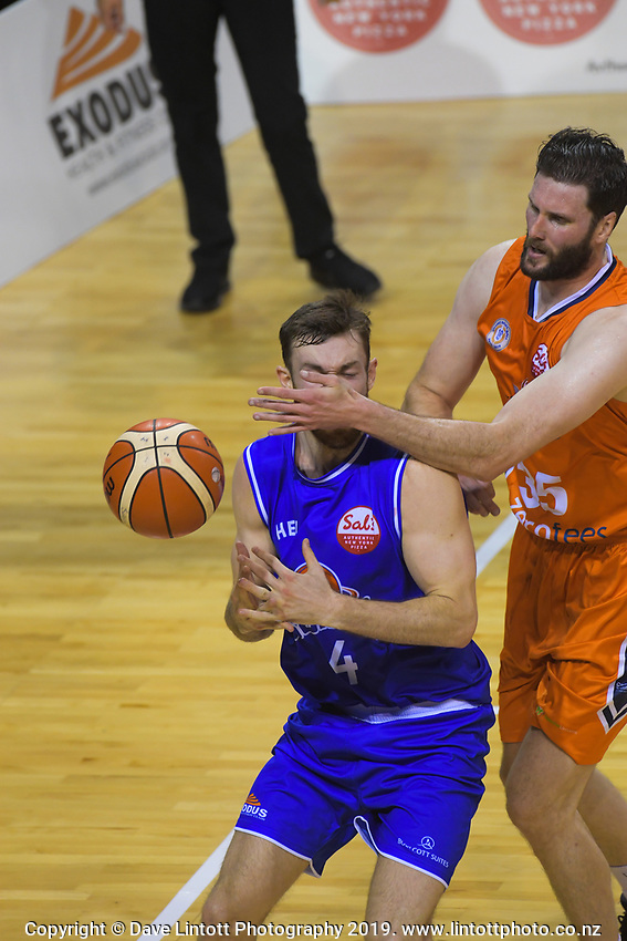 Nick Kay (Saints) and Alex Pledger (Sharks) compete for the ball during the National Basketball League match between Cigna Wellington Saints and Southland Sharks at TSB Bank Arena in Wellington, New Zealand on Thursday, 25 April 2019. Photo: Dave Lintott / lintottphoto.co.nz
