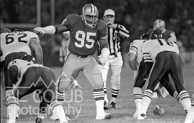 San Francisco 49ers vs Chicago Bears at Candlestick Park Monday, December 14, 1987..49ers Beat Bears 41-0.San Francisco 49ers Nose Tackle Michael Carter (95) lines up on Chicago Bears Quarterback Mike Tomczak (18)..