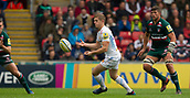 30th September 2017, Welford Road, Leicester, England; Aviva Premiership rugby, Leicester Tigers versus Exeter Chiefs;  Gareth Steenson spins the ball out wide to his Exeter backline