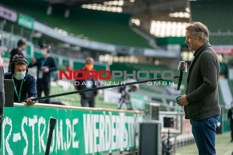 Frank Baumann (Geschäftsführer Fußball Werder Bremen) im Interview mit Sicherheitsabstand<br /> <br /> Sport: Fussball: 1. Bundesliga: Saison 19/20: <br /> 26. Spieltag: SV Werder Bremen vs Bayer 04 Leverkusen, 18.05.2020<br /> <br /> Foto ©  gumzmedia / Nordphoto / Andreas Gumz / POOL <br /> <br /> Nur für journalistische Zwecke! Only for editorial use!<br />  DFL regulations prohibit any use of photographs as image sequences and/or quasi-video.