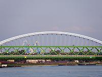 Alte Brücke Stary Most vorne und Apollo-Brücke über die Donau, Bratislava, Bratislavsky kraj, Slowakei, Europa<br /> Old bridge stary most and Apollo bridge, Danube river, Bratislava, Bratislavsky kraj, Slovakia, Europe