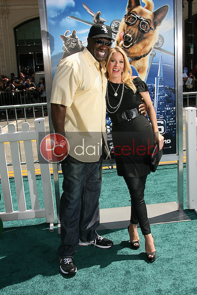 """Michael Clarke Duncan and Christina Applegate<br /> at the """"Cats and Dogs The Revenge Of Kitty Galore"""" World Premiere, Chinese Theater, Hollywood, CA. 07-25-10<br /> David Edwards/DailyCeleb.com 818-249-4998"""