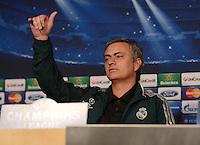 FUSSBALL  CHAMPIONS LEAGUE  ACHTELFINALE  HINSPIEL  2012/2013      CF Real Madrid - Manchester United          12.02.2013 Pressekonferenz Alles OK in der Welt des Trainer Jose Mourinho (Real Madrid)