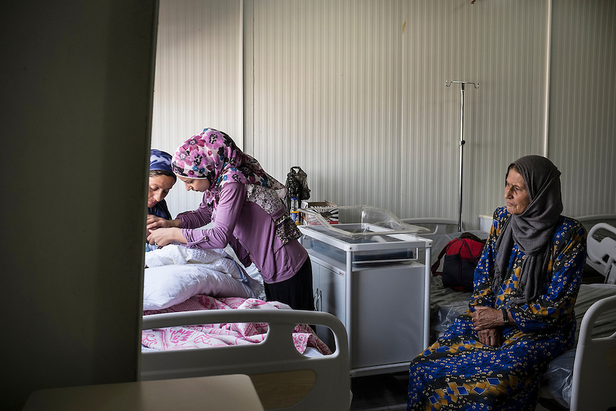 Syrian midwife Abla Ali helps a new mother breast feed her newborn baby at the MSF-run maternity clinic at Domiz refugee camp in Iraqi Kurdistan. PHOTO BY JODI HILTON