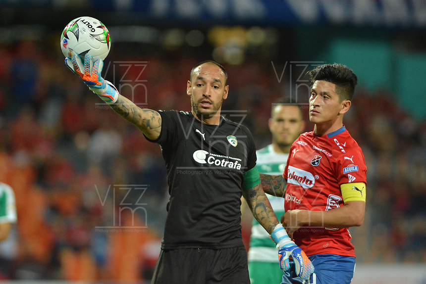 MEDELLÍN - COLOMBIA, 29-01-2019: German Cano del Medellín interactúa con Diego Alejandro Novoa arquero de Equidad durante partido por la fecha 2 Final entre Deportivo Independiente Medellín y La Equidad como parte de la Liga Águila I 2019 jugado en el estadio Atanasio Girardot de la ciudad de Medellín. / German Cano of Medellin vies for the ball with Diego Alejandro Novoa, goalkeeper of Equidad during atch for the date 2 between Deportivo Independiente Medellin and La Equidad as a part Aguila League I 2019 played at Atanasio Girardot stadium in Medellin city. Photo: VizzorImage / Leon Monsalve / Cont