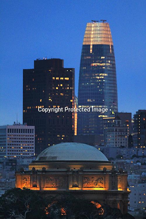 Saleforce building with San Francisco's skyline