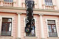 EDUCAÇÃO-PR –  Estudantes contrário a reintegração de posse do Institudo de Educação do Paraná realizam manifestação em frente ao prédio no centro de Curitiba (PR) na tarde desta segunda-feira(07). (Foto: Paulo Lisboa/Brazil Photo Press)