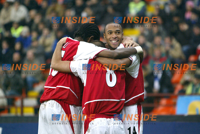 MILANO 25/11/2003 <br /> Champions League Inter Arsenal 1-5<br /> Festeggiamenti per il gol di Ljungber del 2-1 per l'Arsenal<br /> Celebration for Liungberg goal of 1-2 for Arsenal<br /> Photo Andrea Staccioli Insidefoto
